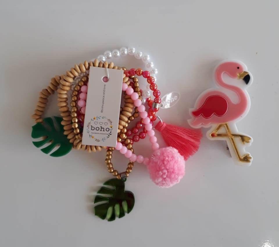 Kit pulseiras e presilha Boho Peace Love flamingo rosa