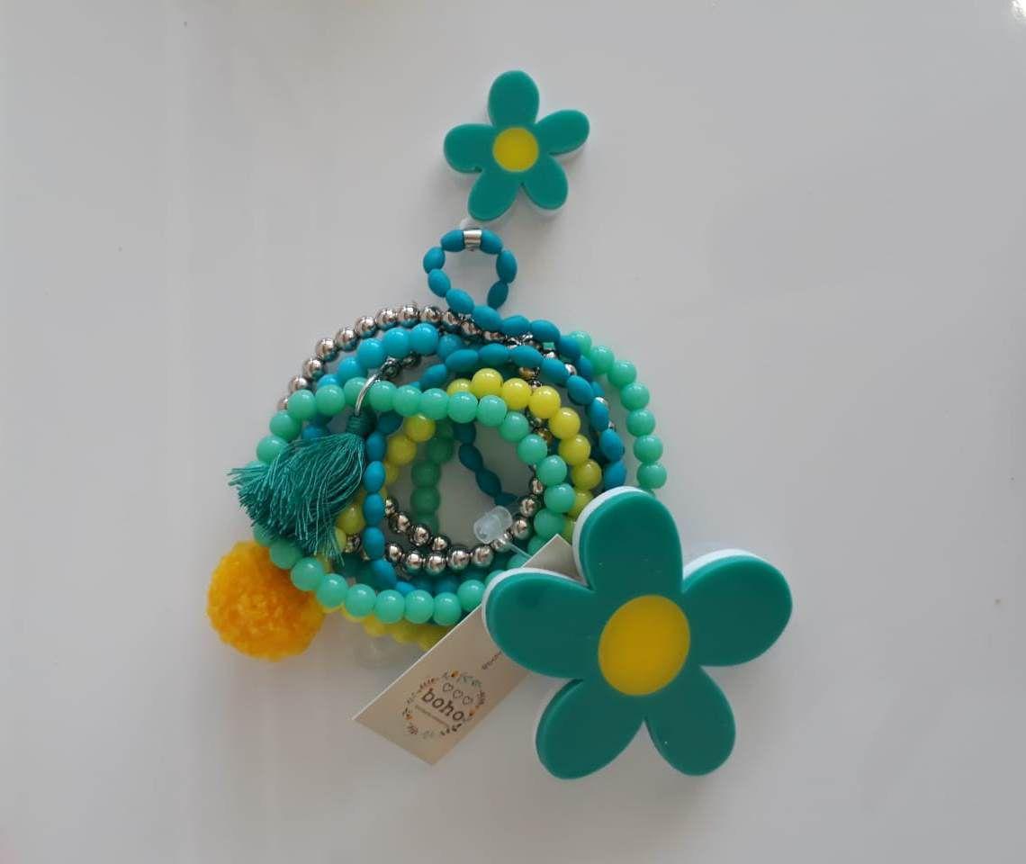 Kit pulseiras e presilha Boho Peace Love flor turquesa