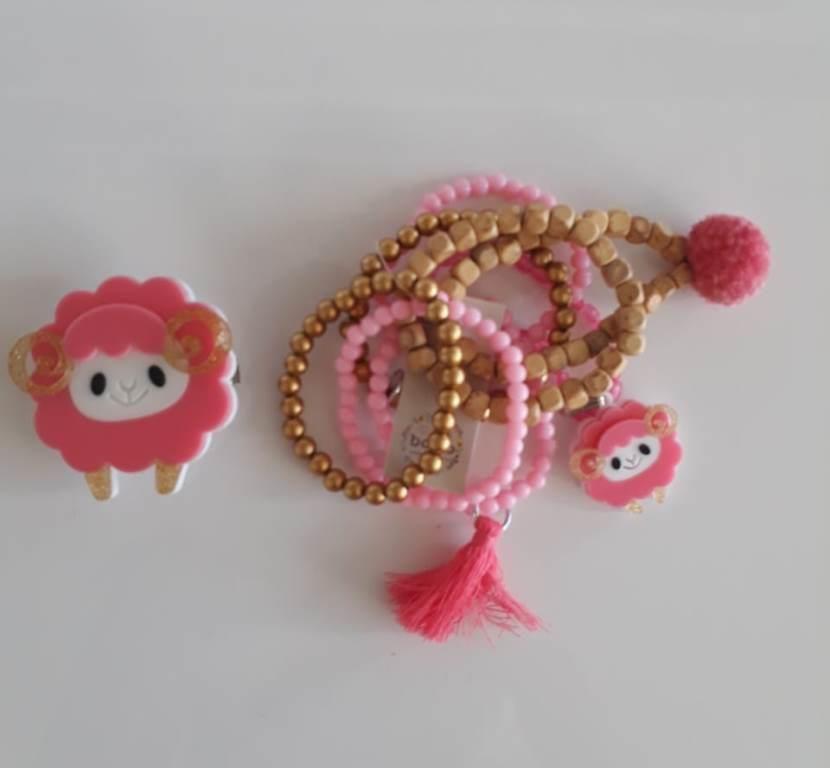 Kit pulseiras e presilha Boho Peace Love ovelha rosa