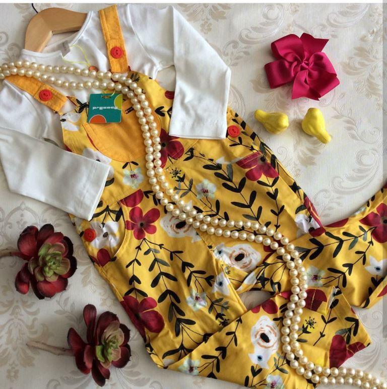 Macacão amarelo floral PRECOCE