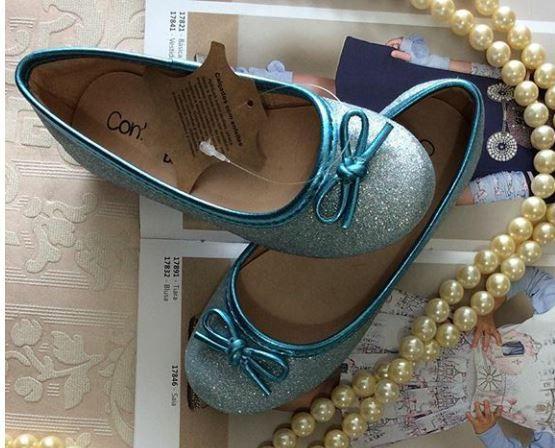 Sapatilha azul glitter CONTRAMÃO