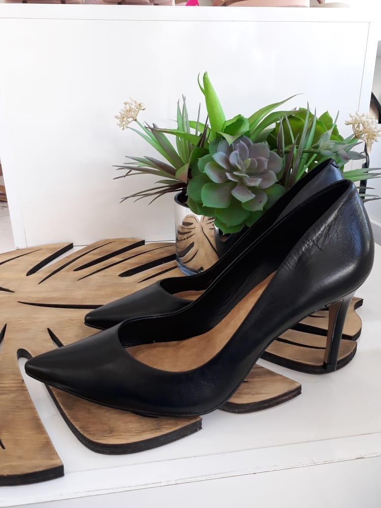 Scarpin preto vegetal CARRANO