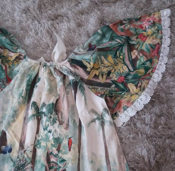 Vestido Fábula floresta estampa Kambo