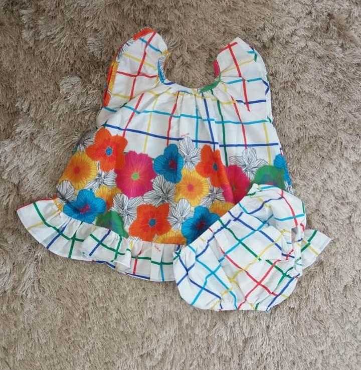 Vestido Precoce Bebê xadrez colorido com flores