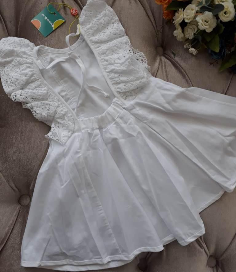 Vestido Precoce branco em renda