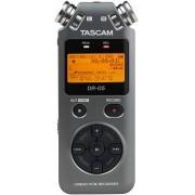 Gravador Tascam DR-05 Portable Handheld Digital Audio  (Prata)