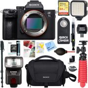 Sony a7III Corpo da câmera com lente intercambiável sem espelho de quadro completo de 24,2MP + Cartão de memória de 64 GB e flash Pacote de acessórios a7III