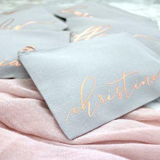 Necessaire de Cetim dublado - Impressão Hot-Stamping Italiano - ziper de metal - Tamanho 15 x 25 -  Linha Gift  7317