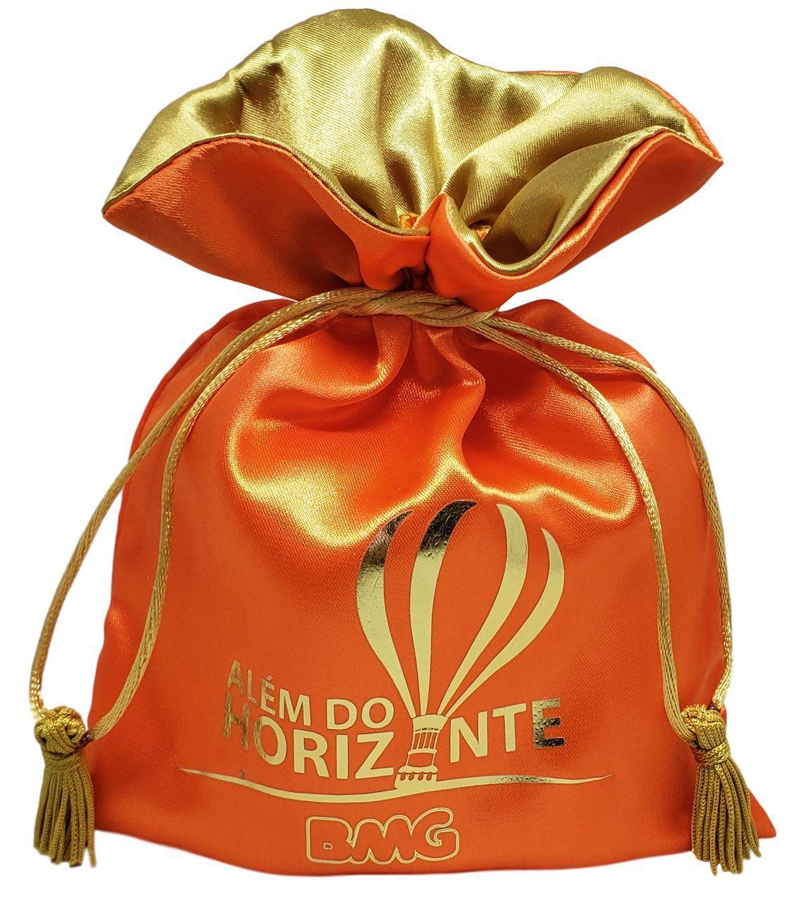 Embalagem de cetim 15 x 20 - Impressão Hot-Stamping  Italiano - Fechamento com Pingente de seda - Linha Premium 6121  - Litex Embalagens