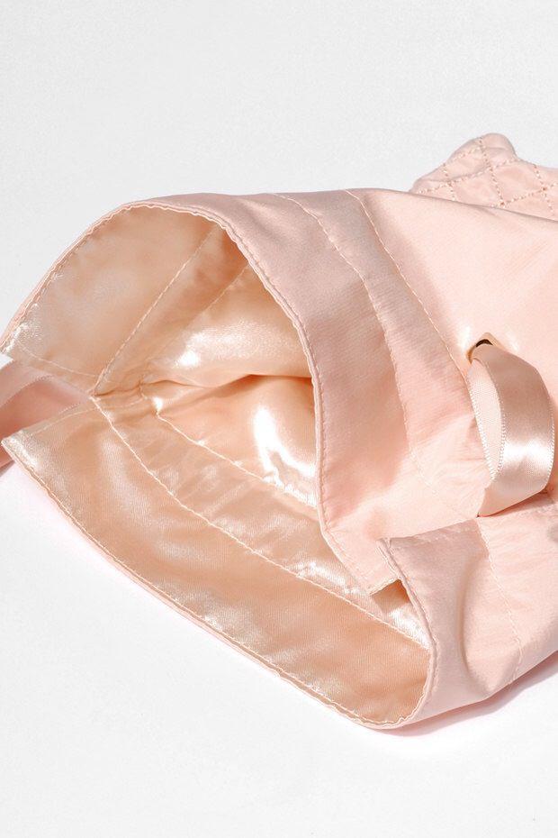 Embalagem de Crepe de Seda Premium -  forrada com cetim 20x30 - fechamento com dupla de cetim dupla - ponteira de metal - Linha Premium 7494  - Litex Embalagens