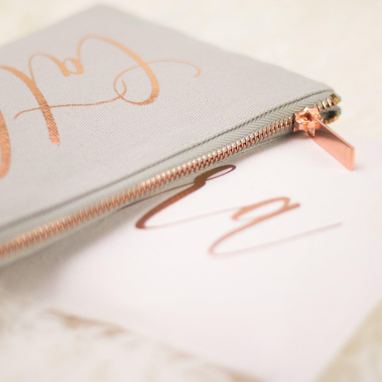 Necessaire de Cetim dublado - Impressão Hot-Stamping Italiano -  ziper de metal - Tamanho 15 x 25 -  Linha Gift  7498  - Litex Embalagens