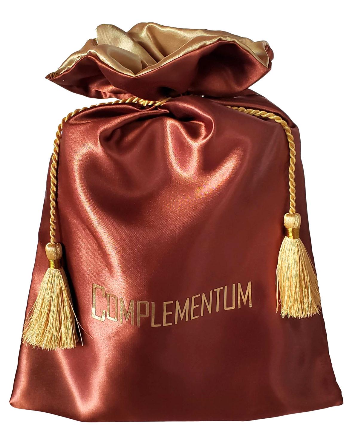 Saquinho de cetim Premium 30x40 - borda de cetim colorida - Impressão Hot-Stamping Italiano - fechamento com corda e pingente cupula trançada  - Linha Premium 1212  - Litex Embalagens