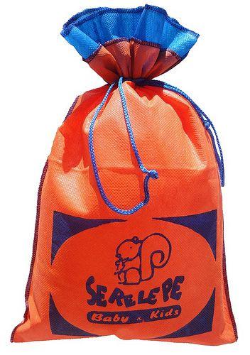 Saquinho de tnt 60 para roupa infantil - Tamanho 30 x 40 - borda colorida personalizado em serigrafia -  Linha classic 1483  - Litex Embalagens