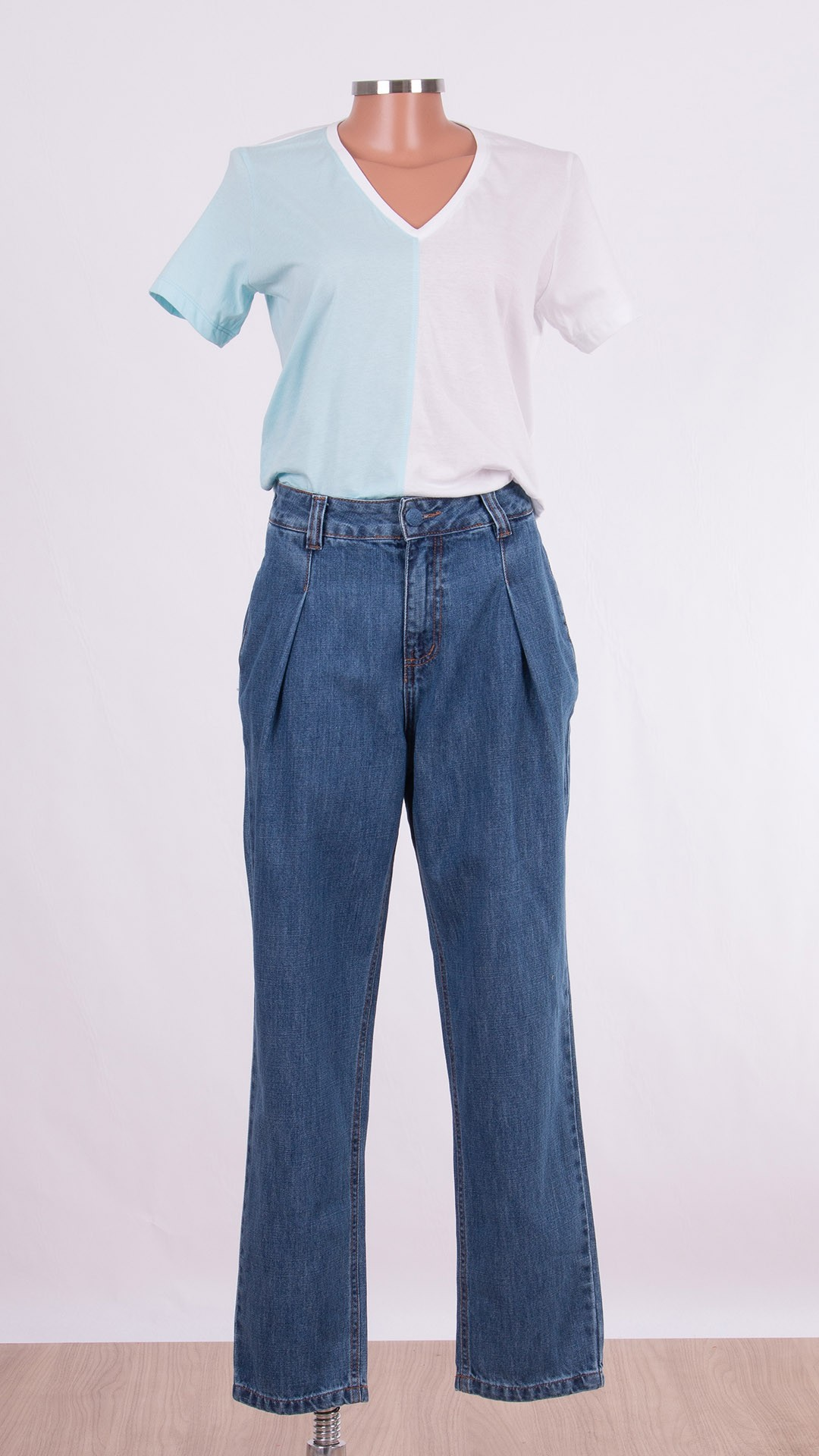 Calça Jeans com Pregas