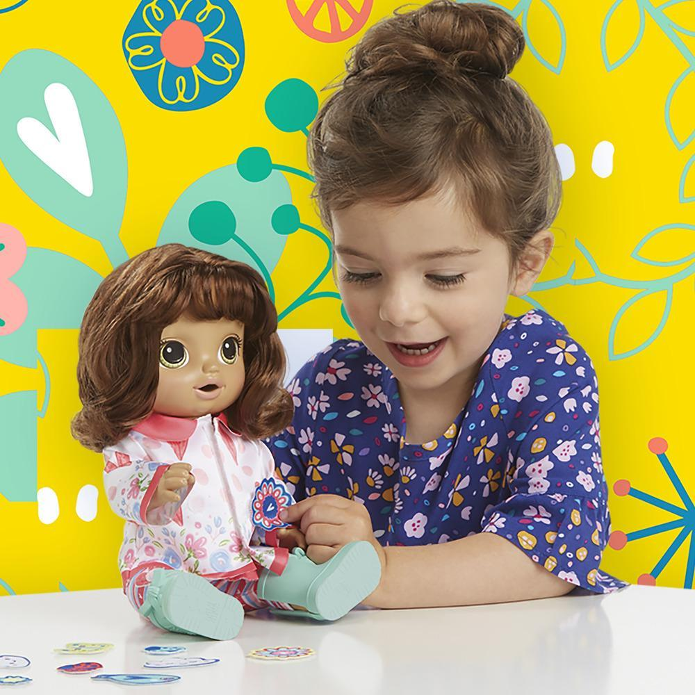 Boneca Baby Alive Vestida para Passear Morena E2102 - Hasbro