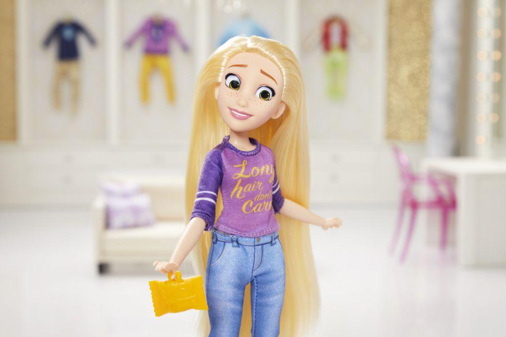 Boneca Disney Princesas Comfy Rapunzel E8402 - Hasbro