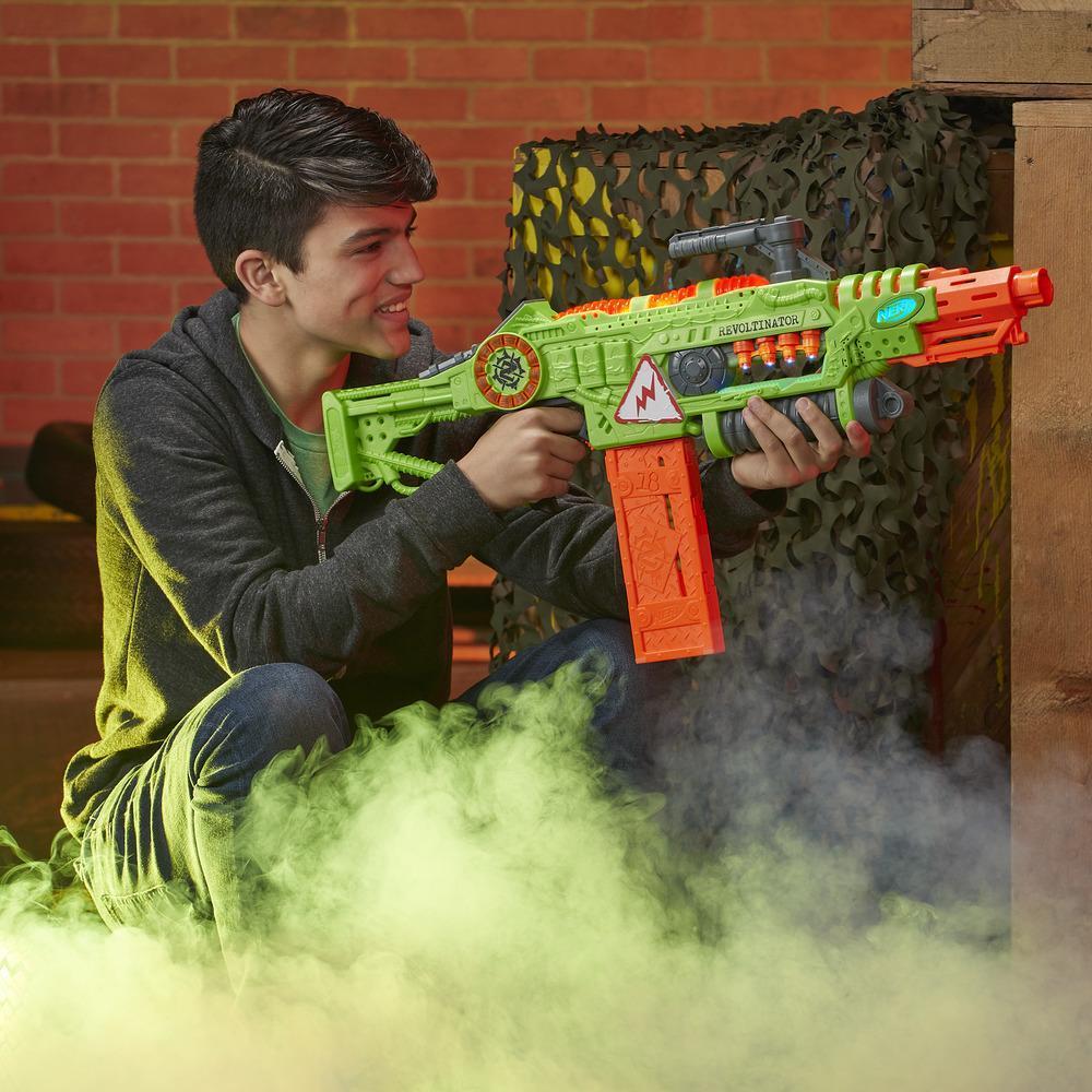 Nerf Revoltinator Zombie Strike Motorizada Com Som Luzes e 18 Dardos - E3061 Hasbro