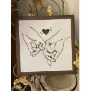 Quadro de madeira - Mãos dadas Coração