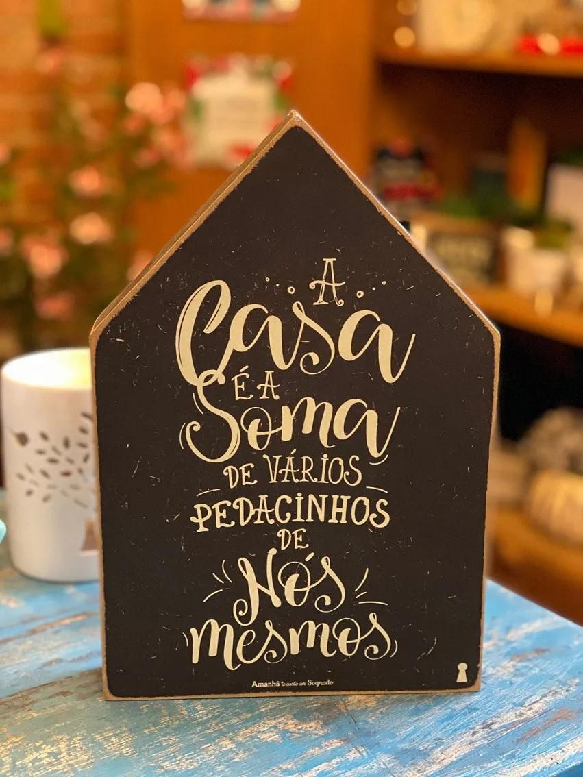 """Enfeite Box Casinha em Madeira mdf - """"A casa é a soma de vários pedacinhos de nós mesmos"""""""