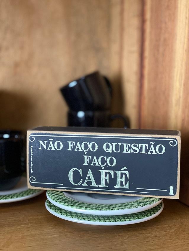 """Enfeite Box Casinha em Madeira mdf - """"Não faço questão, faço café"""