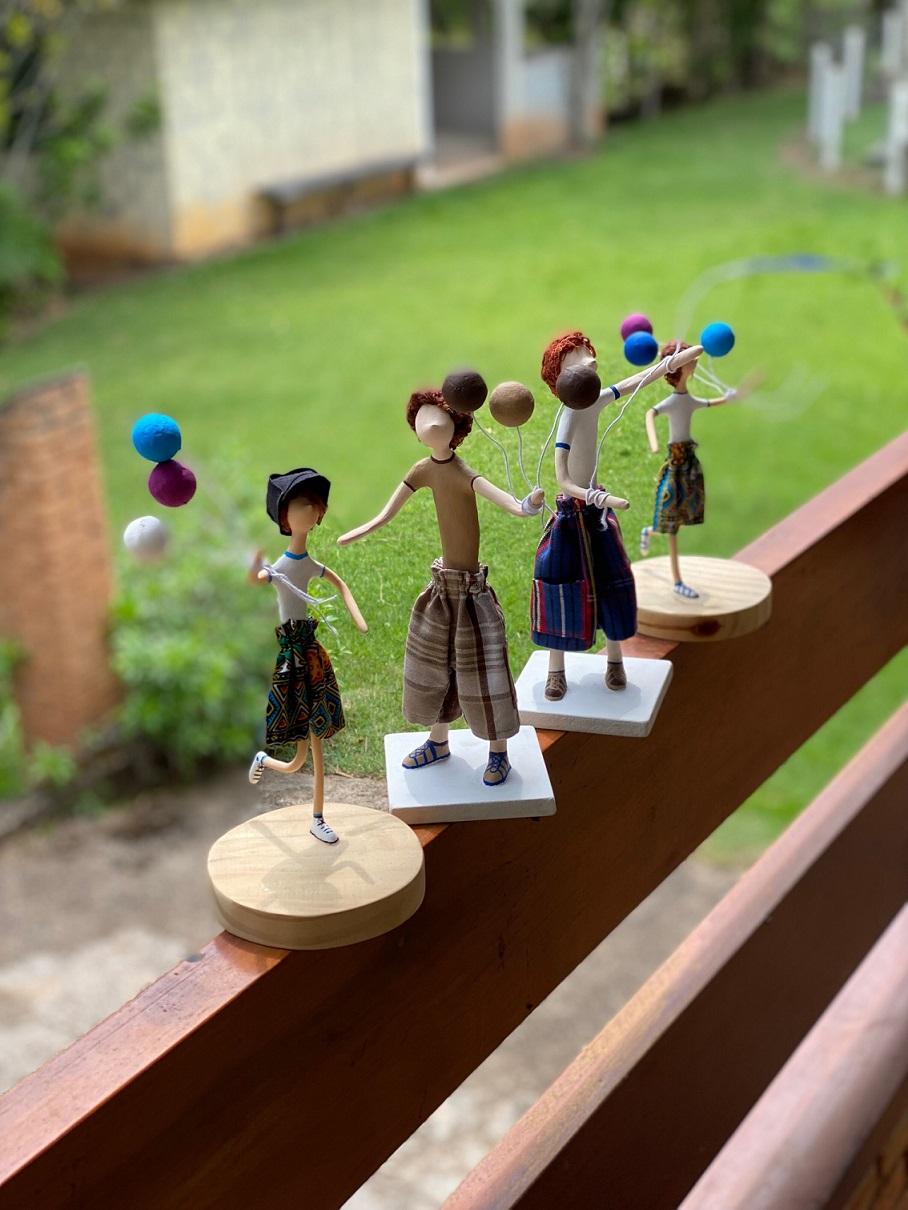 Escultura em Papel Machê- Meninos