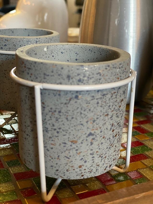 Mini Cachepot Concreto com suporte de metal