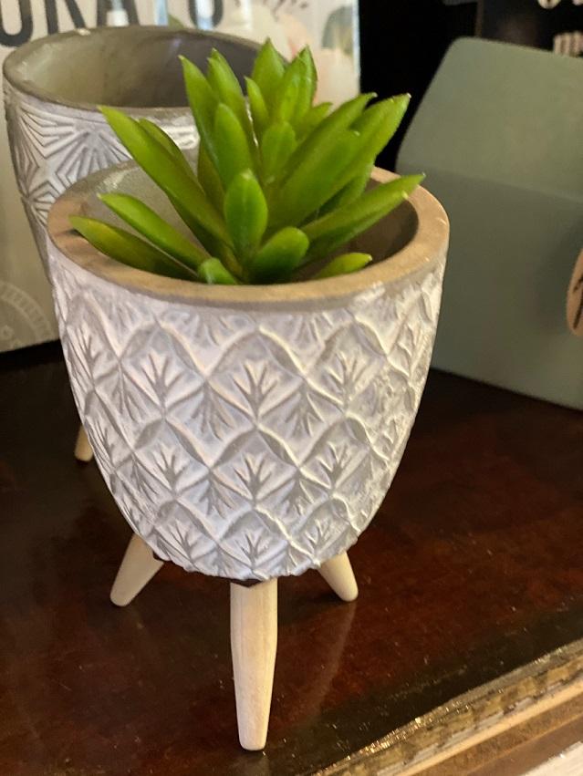 Mini Cachepot de Concreto com pé de madeira