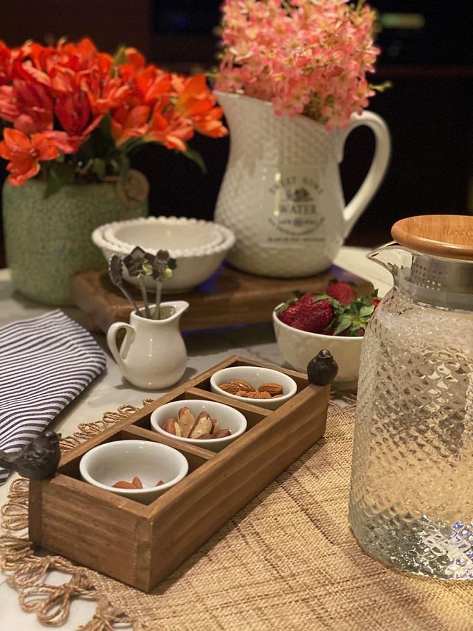 Petisqueira de madeira 3 divisórias e potes de cerâmica