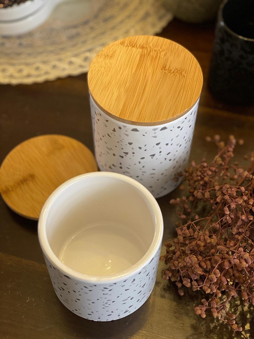 Pote de Porcelana e tampa Hermética em Madeira