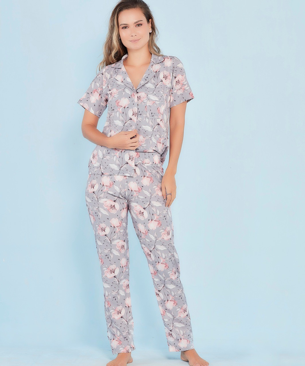 Pijama amamentação estampa floral cinza