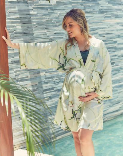 Robe Kimono curto em cetim lírios