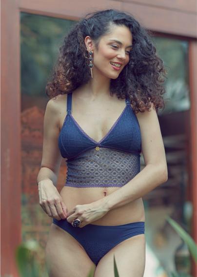 Top cropped renda azul