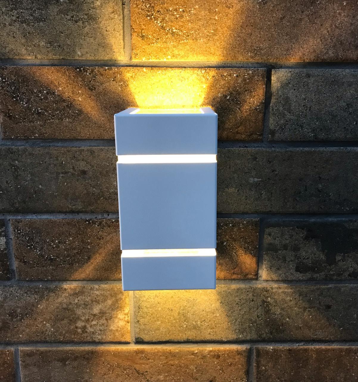Arandela Frisada Catarina Parede Muro 2 fachos e 2 Frisos G9 Branca / Marrom / Preta + Lâmpada de LED 5W 3000k (branco quente) ou 6000k (branco frio)