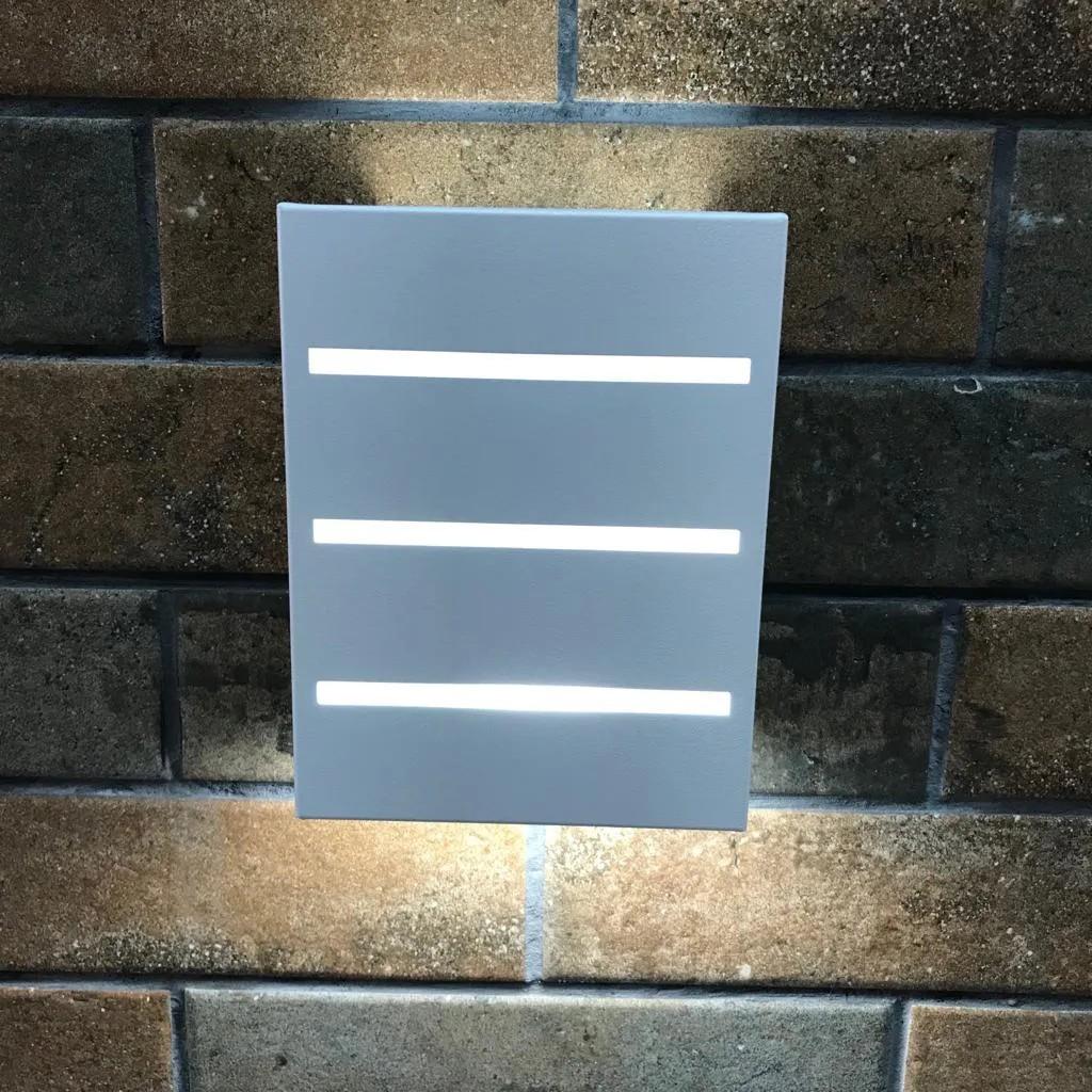 Arandela Mia Frisada 2 Fachos 3 Frisos Uso Interno e Externo em Alumínio