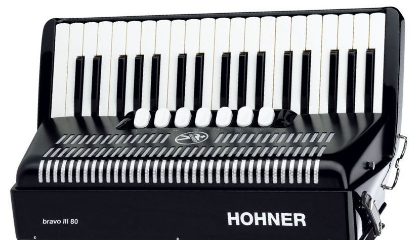 Acordeon Hohner Bravo V3 80 Baixos Black com Capa