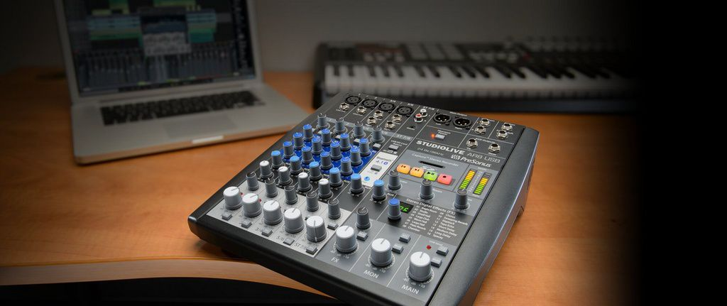Mesa de Som Híbrida PreSonus StudioLive AR8 USB 8 Canais