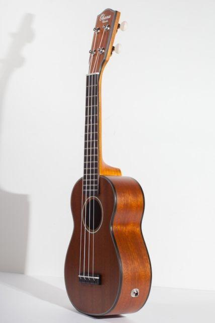 Ukulele Eletro-Acústico Ohana SK-14E Soprano com Cordas Aquila