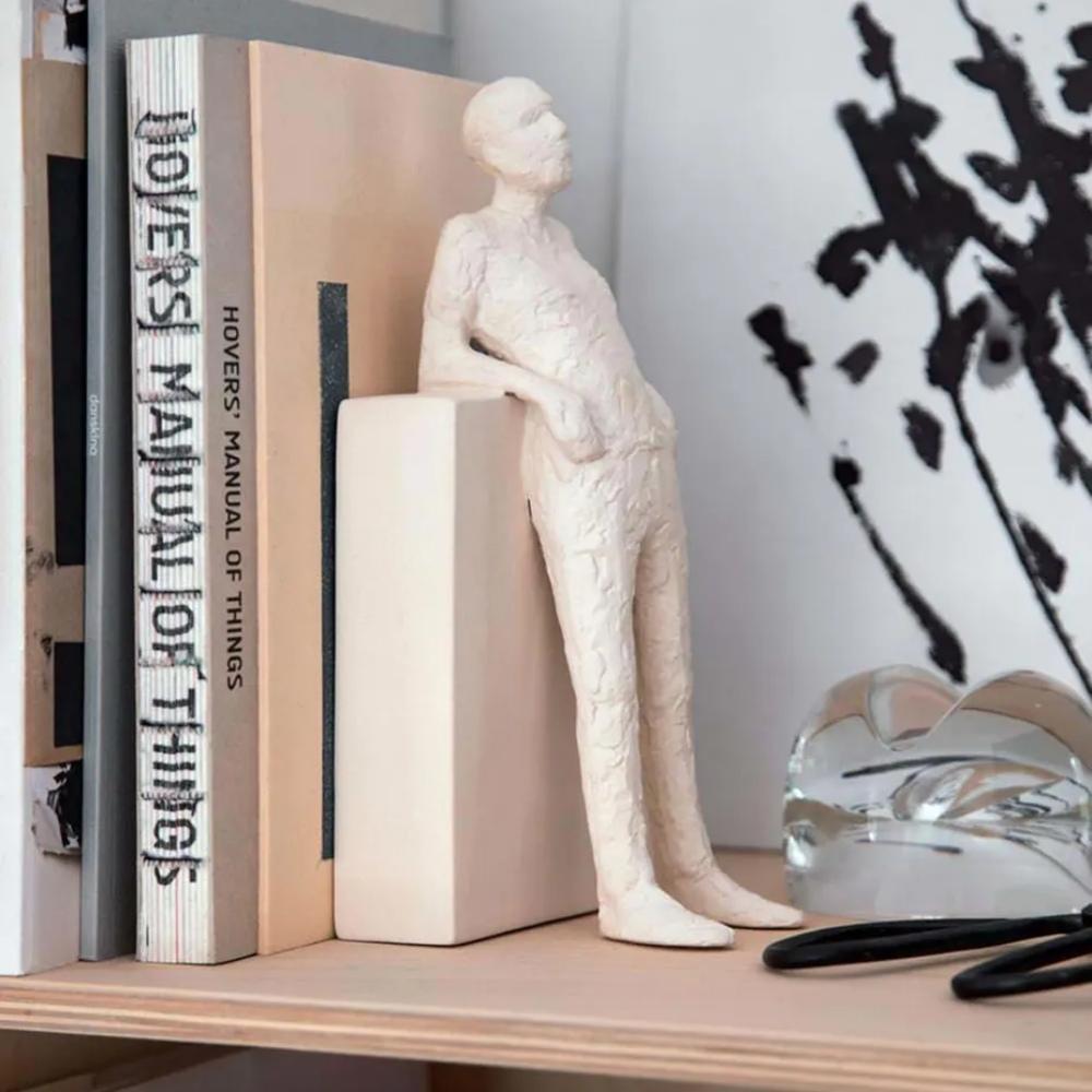 Escultura De Pessoa Em Pé De Poliresina Decorativa