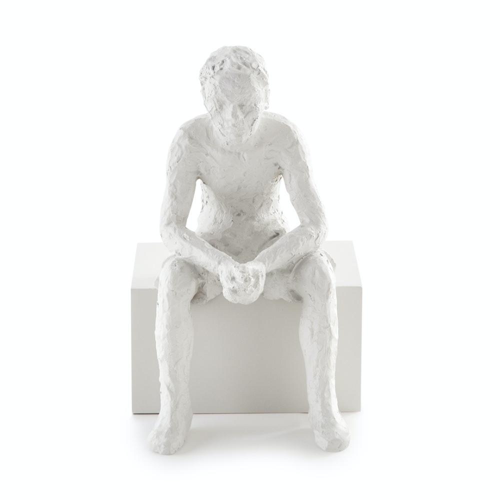 Escultura De Pessoa Sentada De Poliresina Decorativa