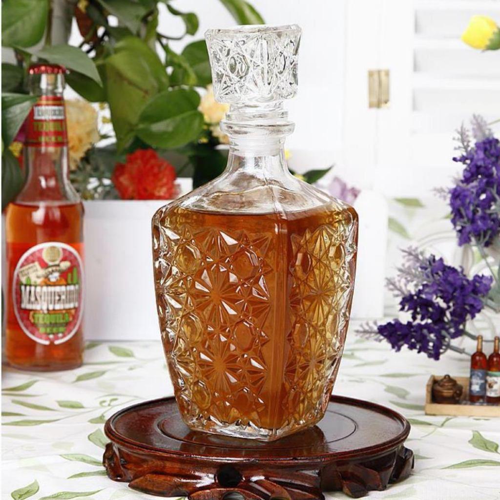 Garrafa Em Vidro Retrô Licor E Whisky Decoração Vintage 900ml