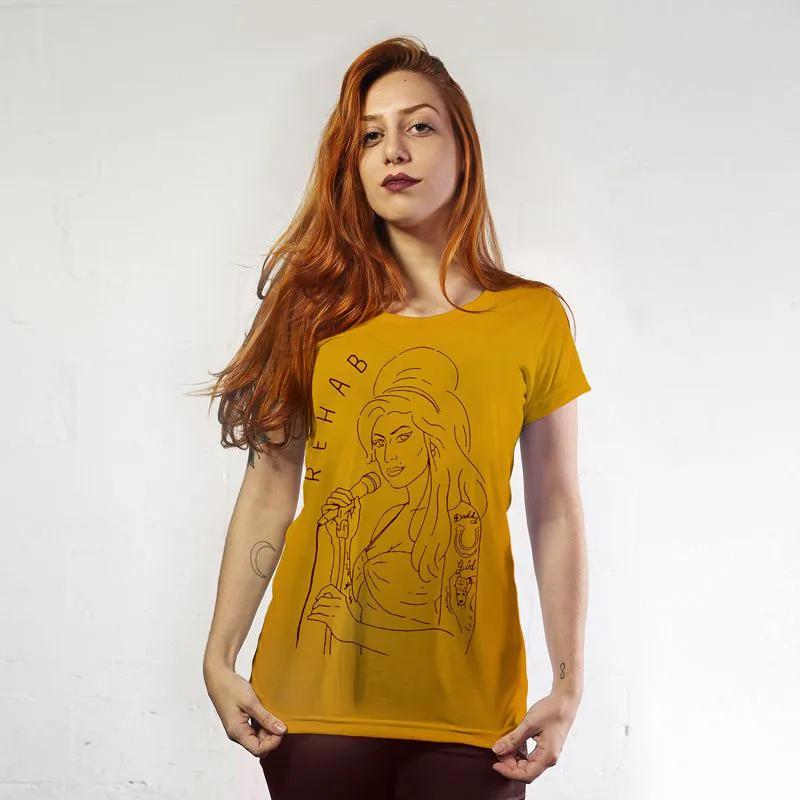 Camiseta Feminina Amy Winehouse Amarela