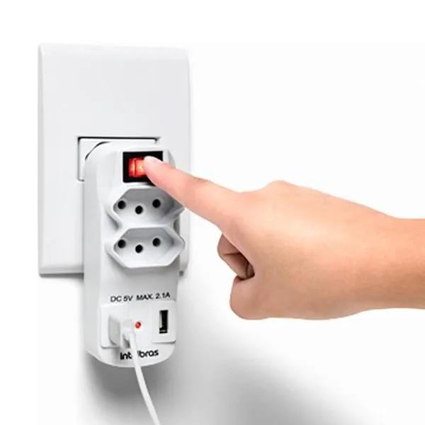 ADAPTADOR DE 2 TOMADAS E 2 USB EAC 1002