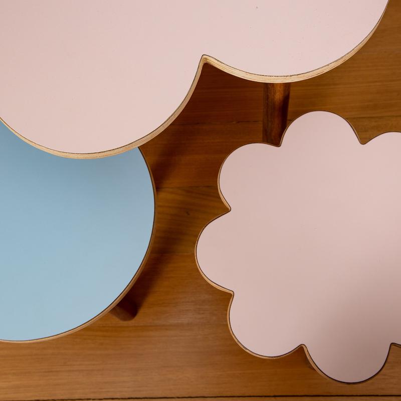 Mesa de atividades Lili colorida