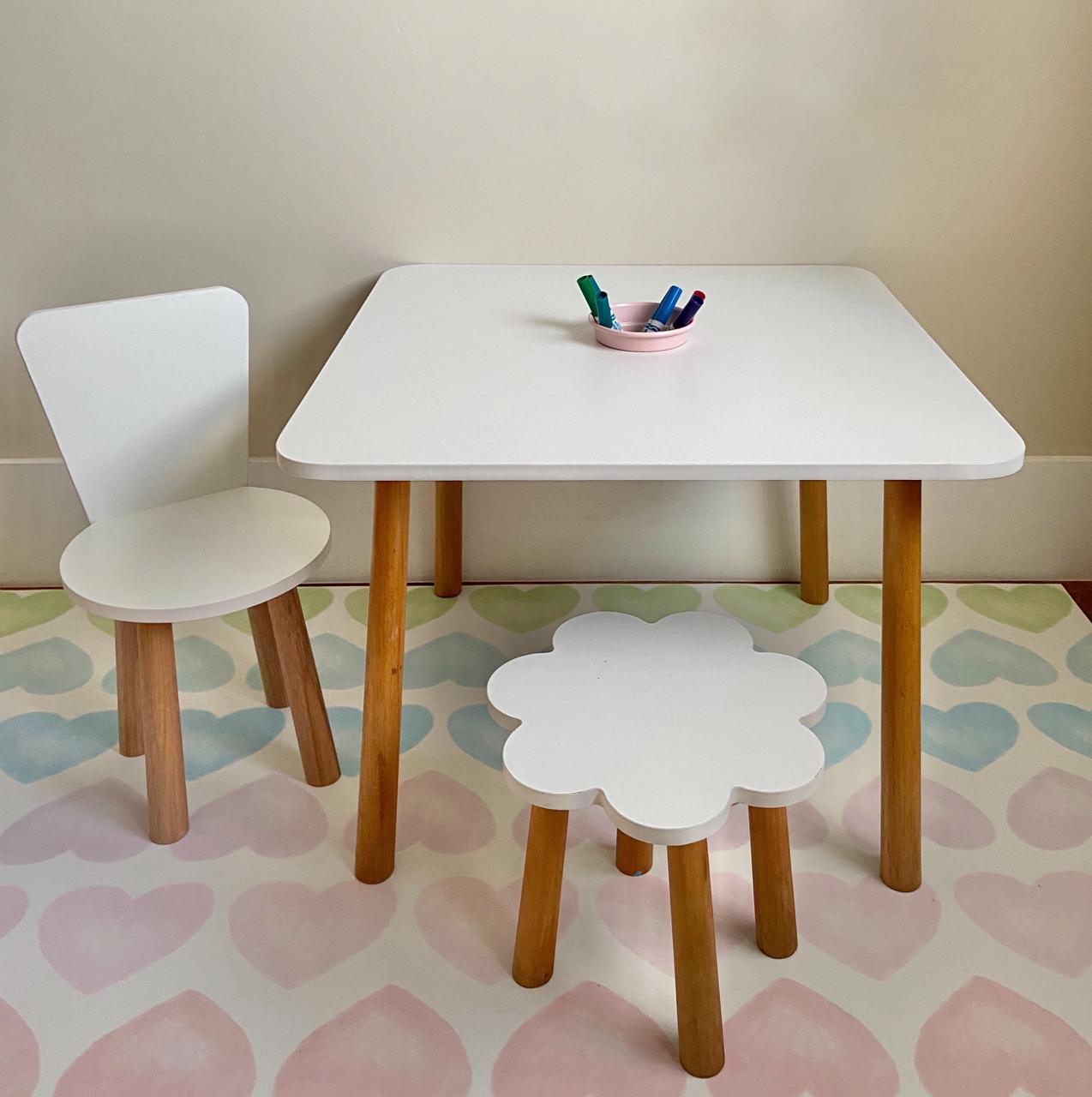 Mesa de atividades Maya + Cadeirinha Bebel + Banquinho Fefê