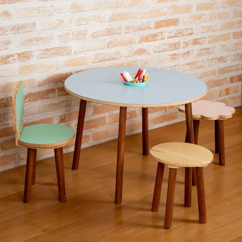 Mesa de atividades redonda Gabi colorida
