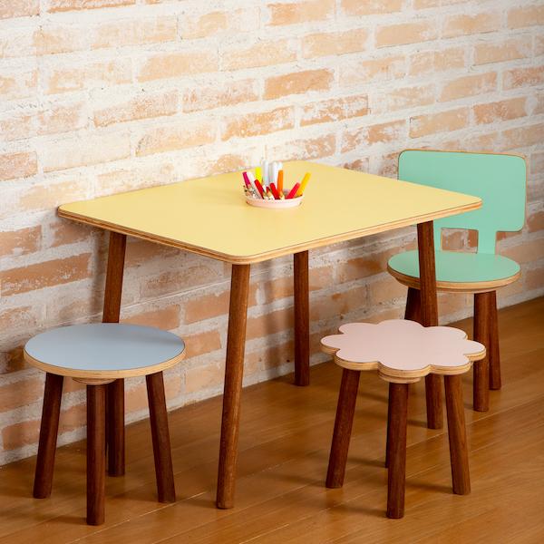 Mesa de atividades retangular Lina colorida
