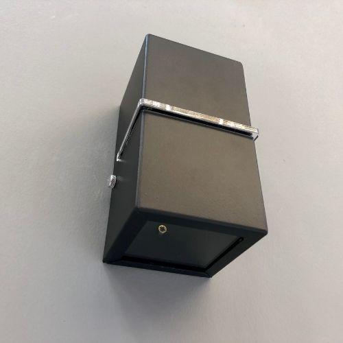 Arandela 2 fachos e 1 Friso alumínio preta para 1 Lâmpada G9 Incolustre