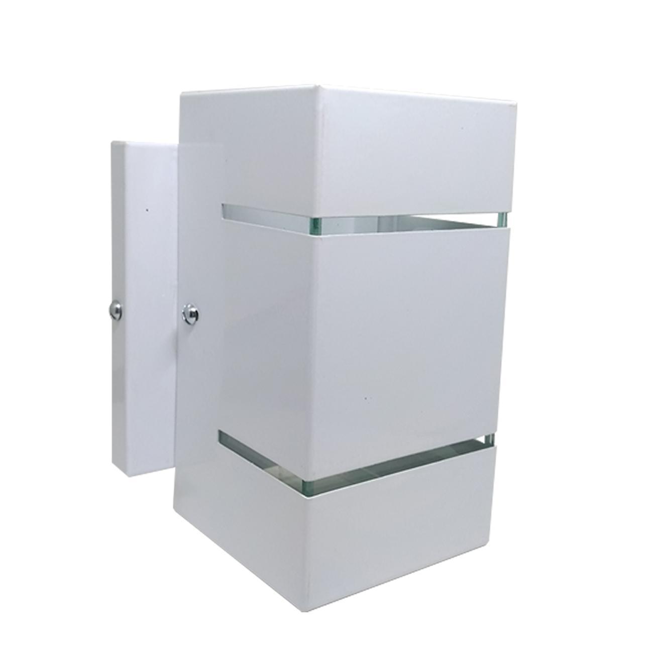 Luminária Arandela branca com dois focos e frisos em alumínio e vidro para área interna e externa H15cm x L8cm x Prof 10cm