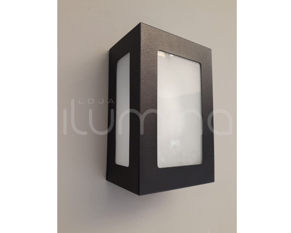 Arandela Retangular 5 vidros/difusores  em alumínio preto para 1x Lâmpada E-27 H13cm x L20cm x Prof. 9cm para área interna e externa