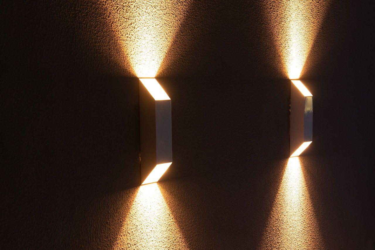 Arandela Vertical dois fachos área interna e externa em alumínio Incolustre para 2 lâmpadas G9 34,5cm x 7,5cm x 7,5cm